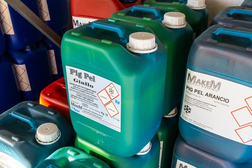 coloranti chimici per pellame